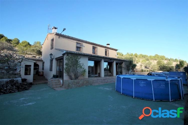 Villa en venta en benissa con vistas panorámicas y mucho terreno