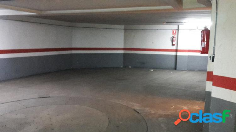 Garaje para coche grande en el centro