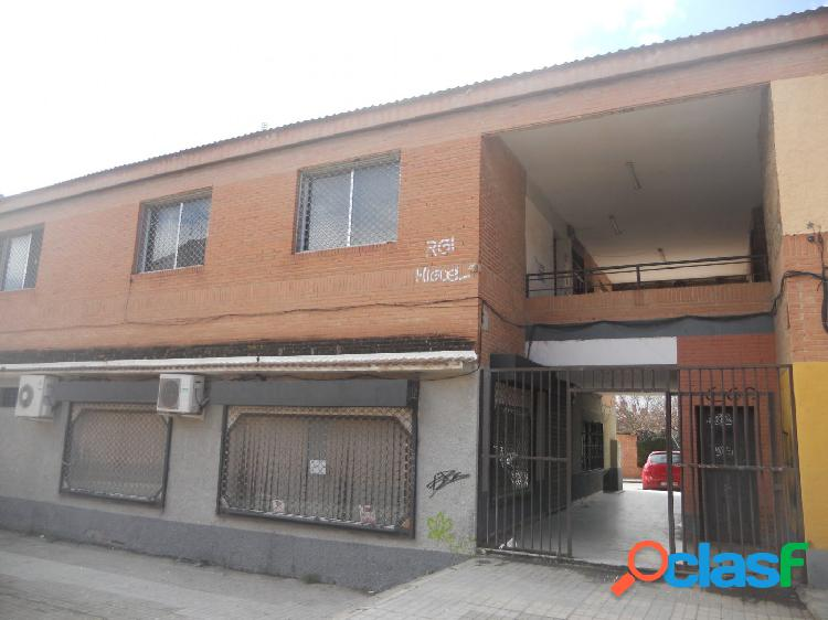 Local comercial exterior en zona getafe-sector iii. madrid.