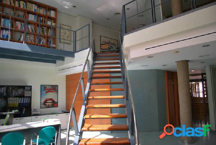 Edificio de oficinas con original diseño
