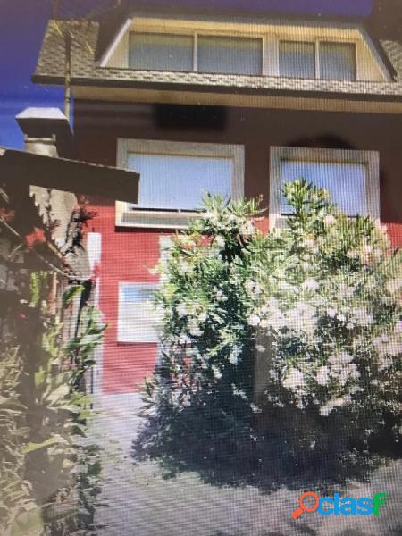 Se vende magnifica casa unifamiliar de 3 plantas totalmente reformada en barreiro