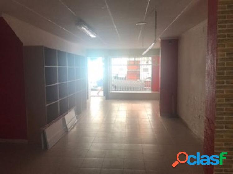 Local comercial de 75 m2 con negocio funcionando en la avenida principal de águilas