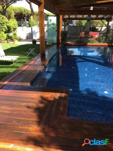Precioso chalet con piscina cubierta en la playa de la barrosa.