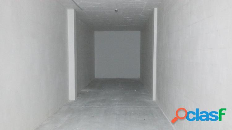 Plaza de garaje cerrada, en alquiler o en venta en av. ronda de elda
