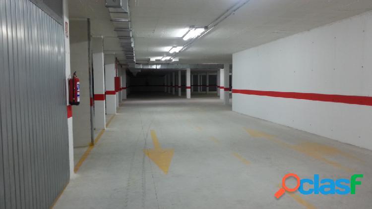 Plaza de garaje cerrada, en alquiler o en venta en Av. ronda de Elda 2