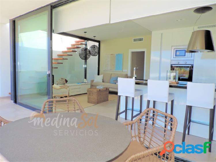 Moderno apartamento en planta baja con terraza y piscina mar de cristal