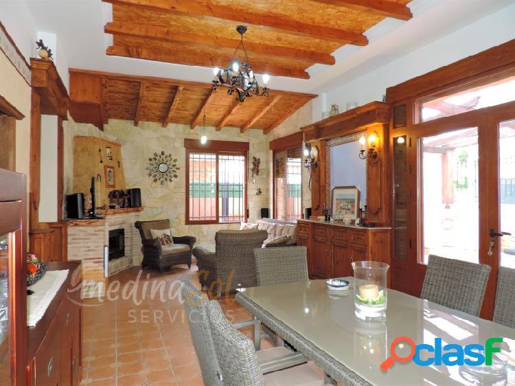 Chalet independiente 4 dormitorios y barbacoa cerca de la playa mar de cristal