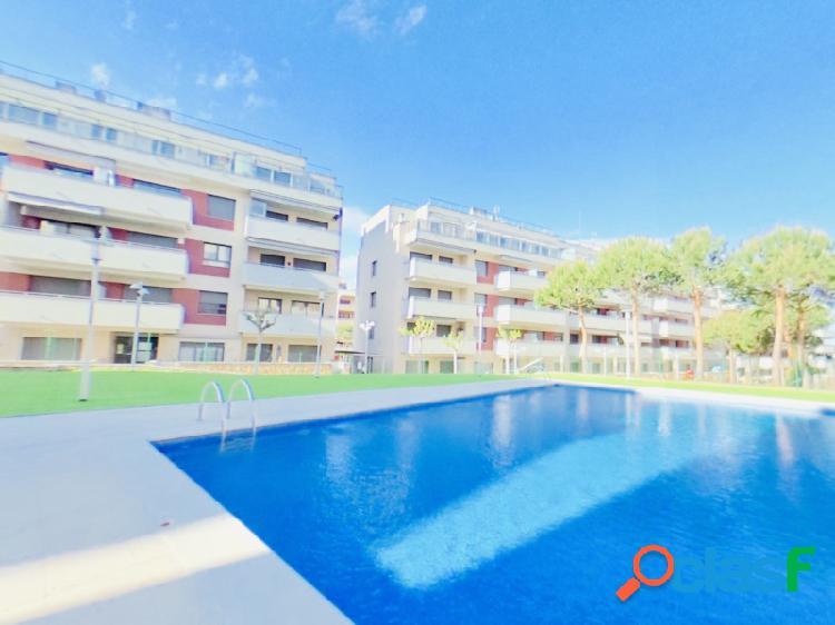Fantástico apartamento en lujoso conjunto residencial de reciente construcción en fenals, con 2 piscinas y 2 plazas de aparcamiento, a un precio increíble.