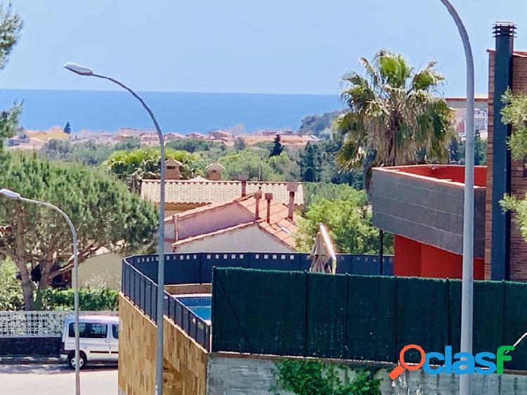 Gran terreno con excepcionales vistas al mar en zona tranquila de Blanes a un precio increible