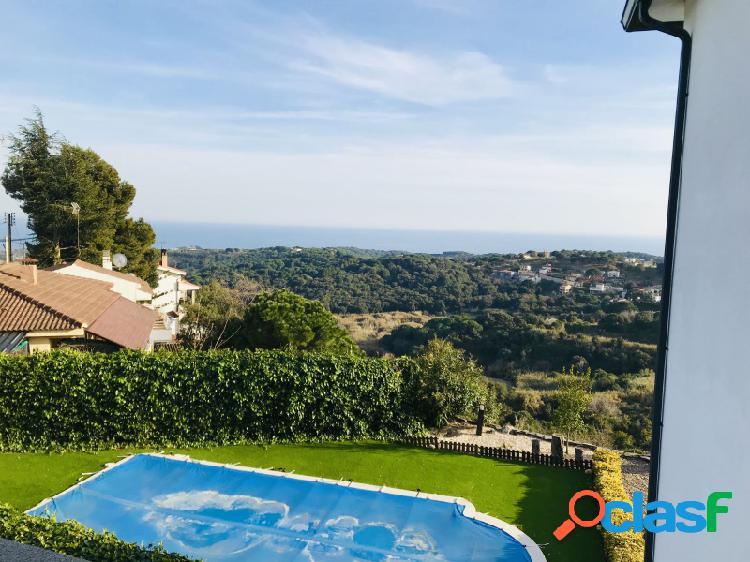 Gran villa con impresionante vistas al mar con piscina cerca de barcelona con licencia turística!