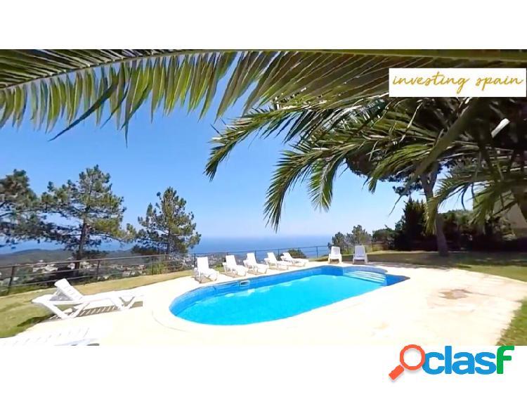 Villa con piscina cerca de la playa vistas al mar moderno grande