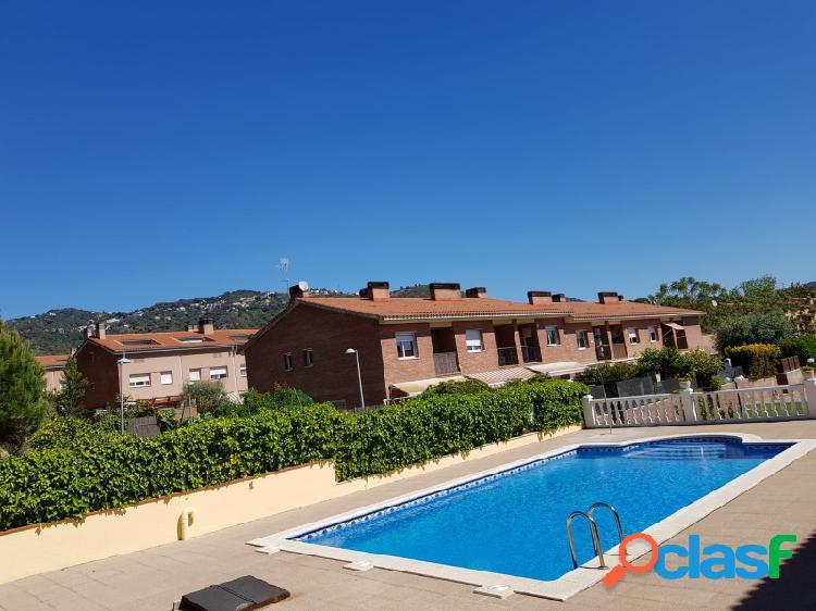 Casa con piscina en el centro de Calella cerca de la playa a pie