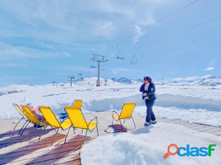 Hotel nuevo en los pirineos totalmente equipado, cerca de las pistas de esquí, a muy buen precio.