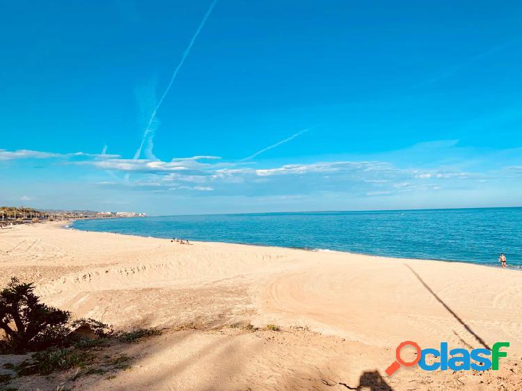 Masia a orilla del mar con vistas al mar frente frente a la playa con 11000m2 de terreno urbano