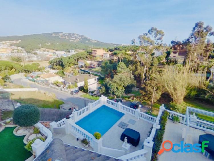 Villa suntuosa y opulenta en un elegante barrio en lloret de mar, cerca del centro de la ciudad, con licencia turística