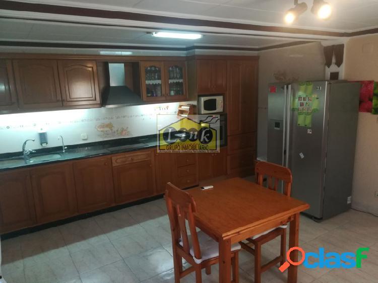 Casa con dos garajes, aire acondicionado, armarios parquet