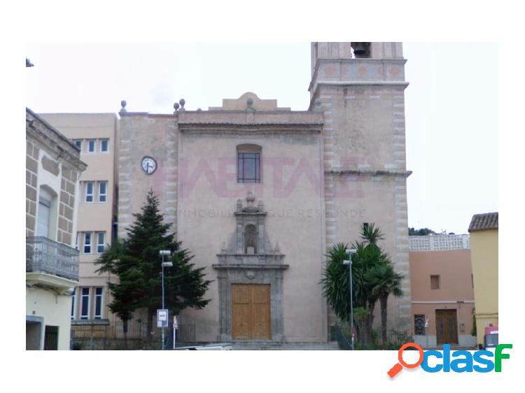 Casa rural en plaza céntrica de la población de gilet, junto a la iglesia y ayuntamiento