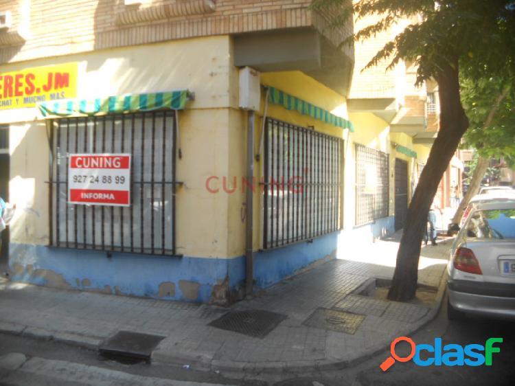 Magnífico local comercial (esquina)situado en pleno centro de cáceres.
