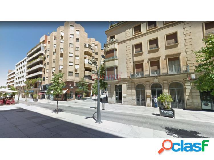 Magnífico piso situado en pleno centro de cáceres, con calefacción central, y muchas posibilidades de reforma.
