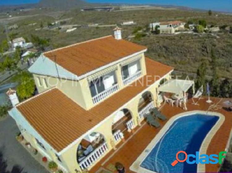 Casa de campo independiente con vistas al mar en venta en guia de isora