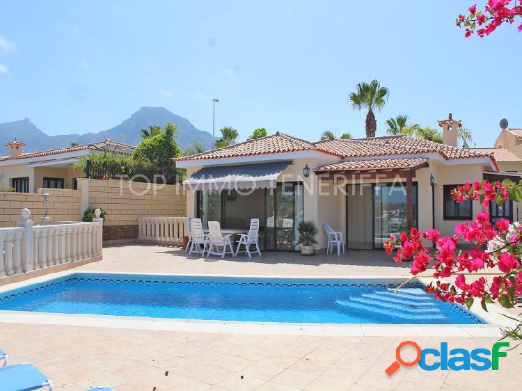Hermosa villa con vistas excepcionales en costa adeje