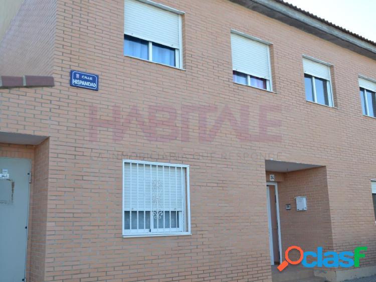Unifamiliar en Osera de Ebro, 4 dormitorios, gran salón, cocina 15m, jardín privado. Garaje. Oportunidad