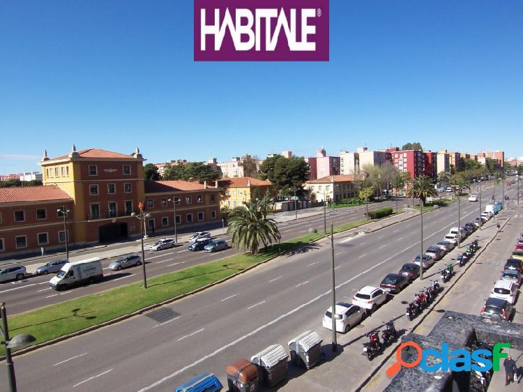 Piso en exclusiva, amplio, con vistas, frente parque oeste, valencia. 140 m2.