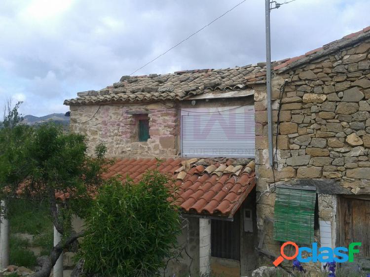 Casa de pueblo en la aldea HONTANAR con dos parcelas.