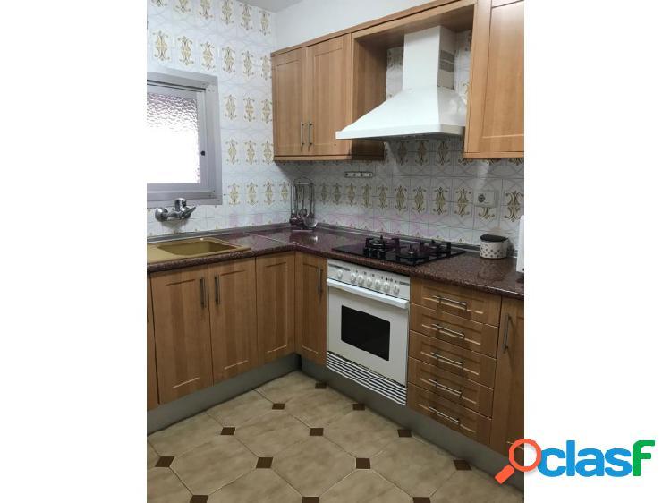 Se vende apartamento con plaza de garaje y trastero en 'urbanización tres torres de el perelló'.