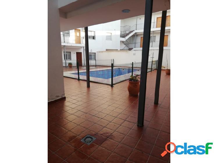 Estupendo piso en urbanización con piscina comunitaria