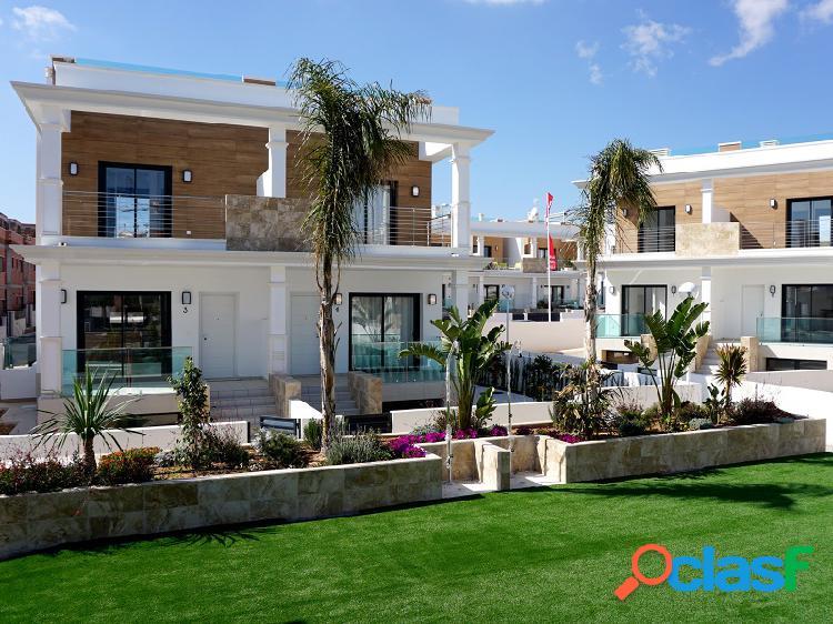 Villa semi-adosada con jardín privado