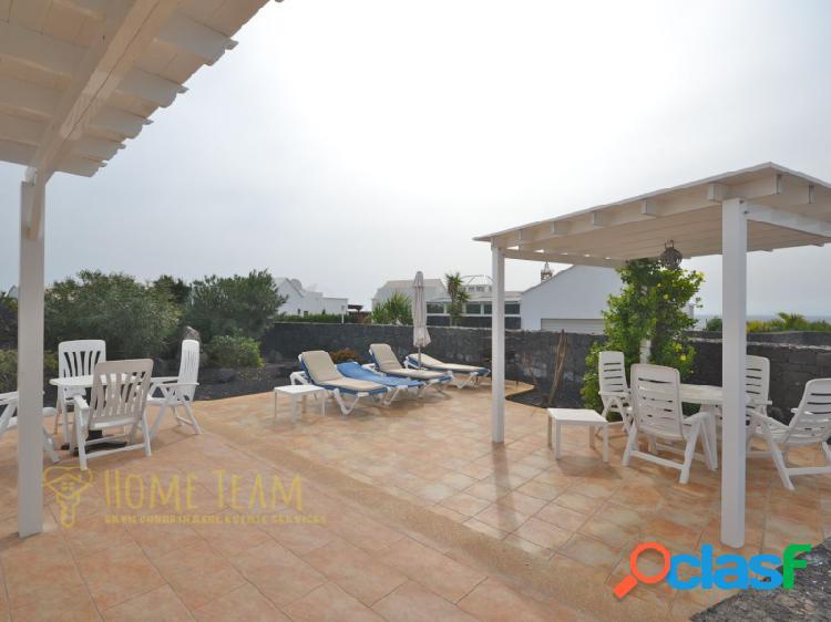 Villa con 4 dormitorios, piscina y vistas al mar