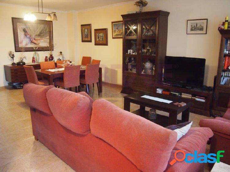 ESTUPENDO ADOSADO en RIBARROJA (dentro de la población). Amplios espacios, 5 habitaciones, 2 baños +aseo de cortesía, 3 terrazas. Te va a encantar!!!!