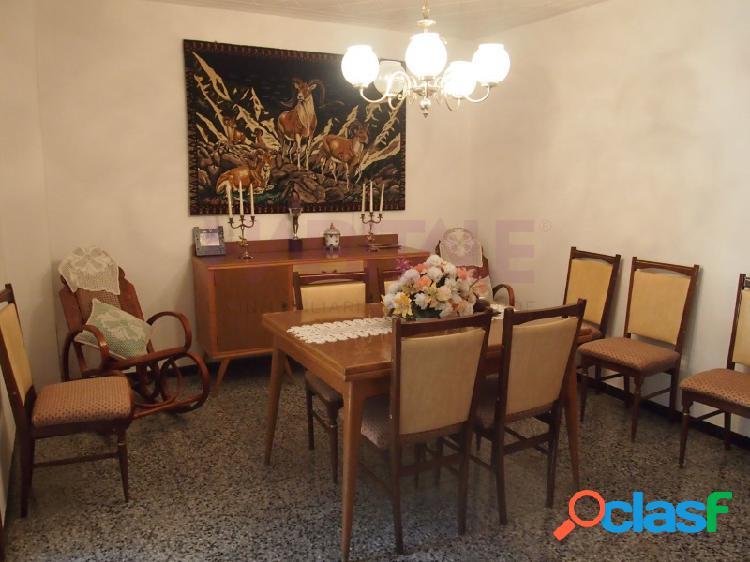 Centro histórico. casa de 372 m2 más solar de 105 m2. tiene dos entradas por san buenaventura y por tabarca