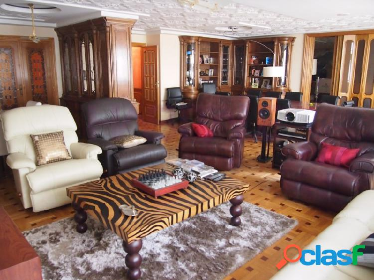 ESPECTACULAR VIVIENDA de 272 m2 con 5 hab, 3 baños+más salón de 70 m2. EXCELENTES CALIDADES