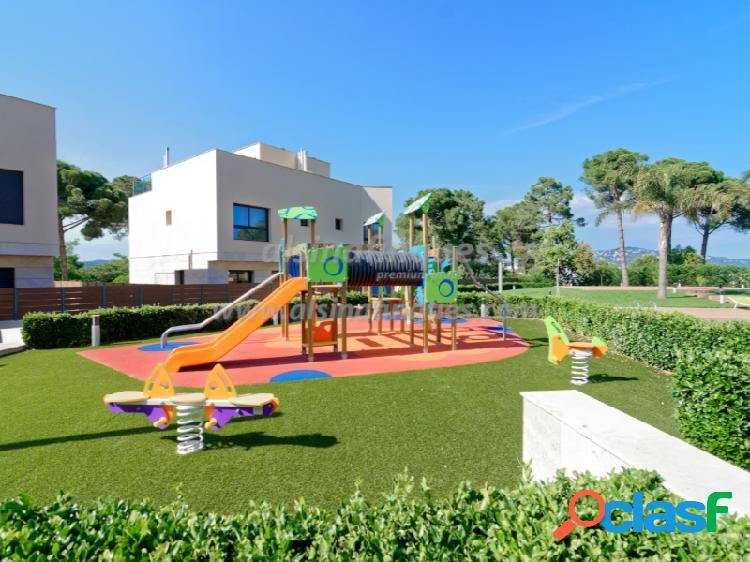 Casa adosada de lujo, nueva, 3 dormitorios, 224 m2, vistas al mar, lloret de mar, sa boadella