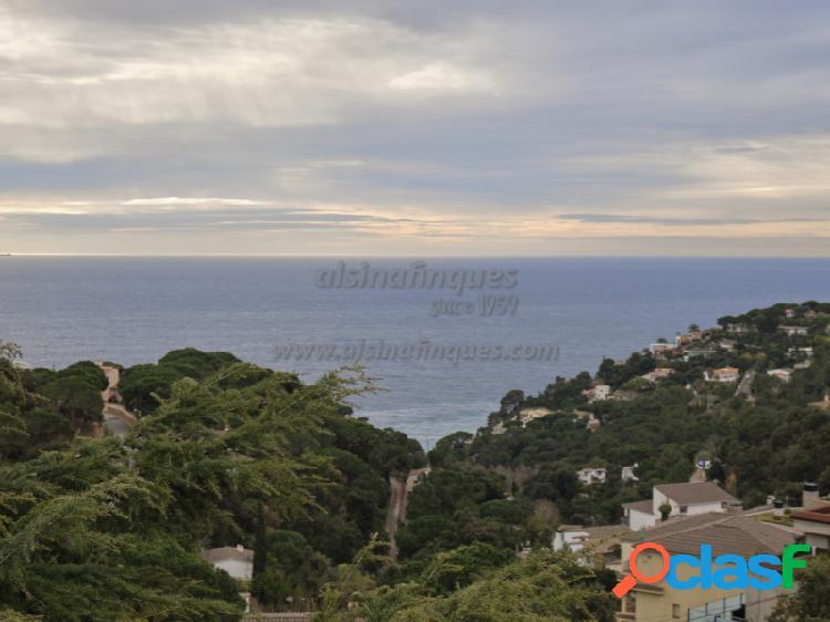 Estupenda propiedad de 300 m2, en estilo mediterráneo, en tossa de mar, santa maría de llorell con vistas preciosas al mar.