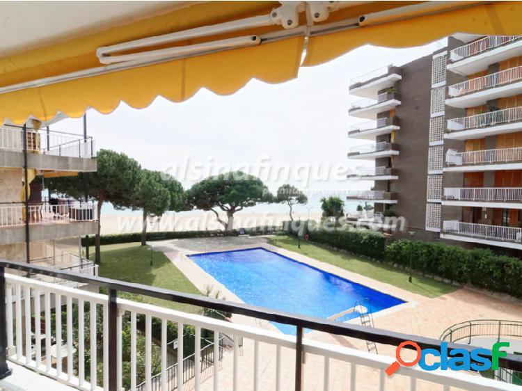 Apartamento con licencia de alquiler turístico, primera linea, 4 habitaciones,fenals