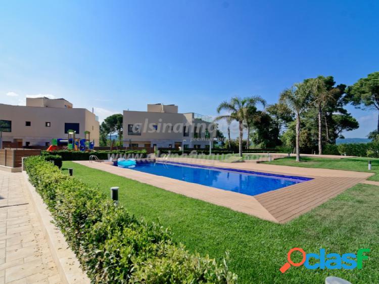 Casa adosada de lujo, nueva, 3 dormitorios, 201 m2, vistas al mar, lloret de mar, sa boadella