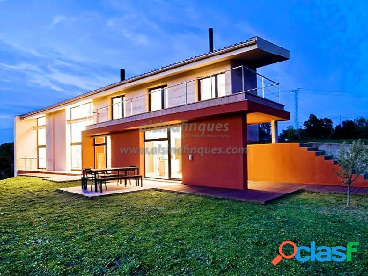 Casa de diseño en la finca perfecta, a solo 1,5 km del pueblo, 2 casas, 7 ha.