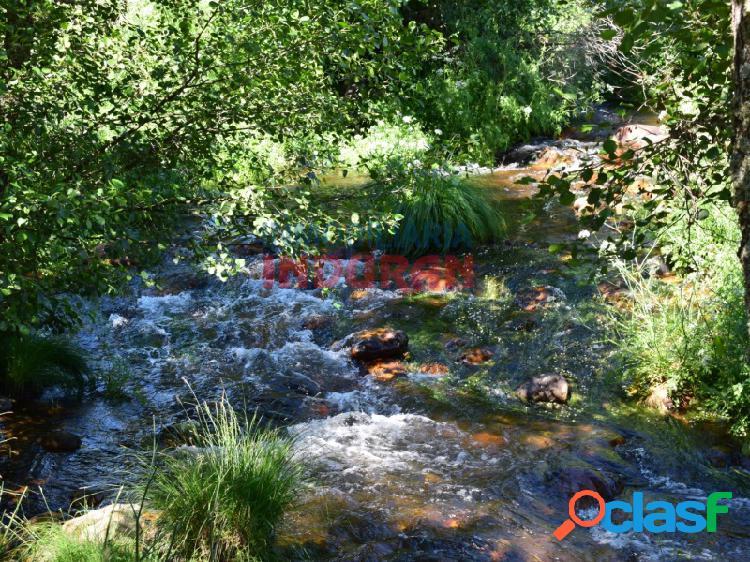 Finca rústica para uso ganadero y agrícola con una vega de 4 hectáreas situada junto al río ibor en el término municipal de castañar de ibor (cáceres)