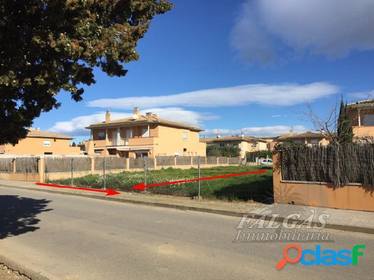 Terreno urbanizable de 388 m2 en urbanización residencial en el pueblo de vila-sacra