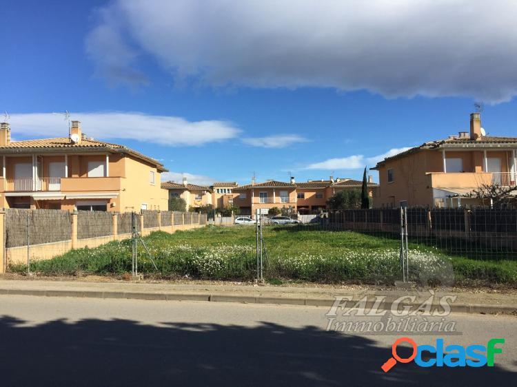 Terreno urbanizable de 797 m2 en urbanización residencial en el pueblo de vila-sacra