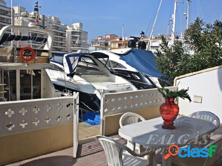 Magnífico apartamento con 3 dormitorios y amarre para velero