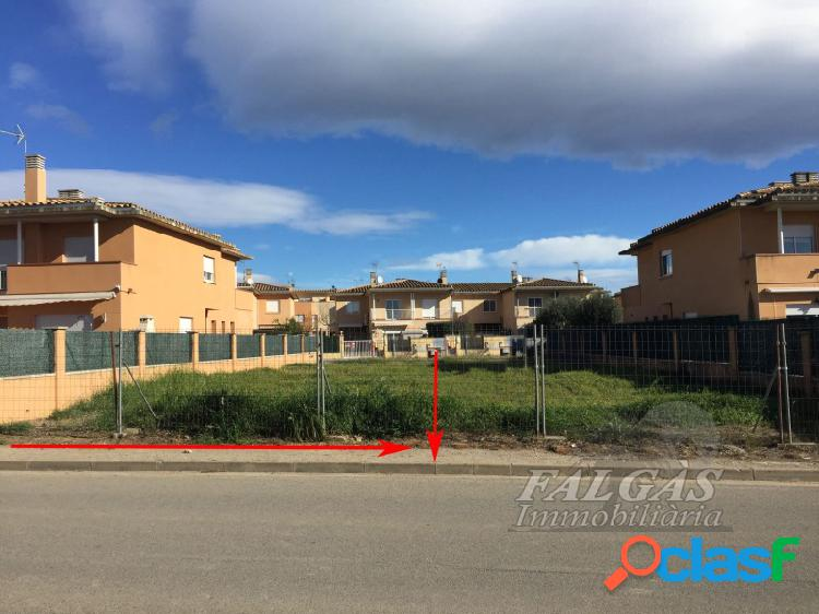 Terreno urbanizable de 296 m2 en urbanización residencial en el pueblo de vila-sacra