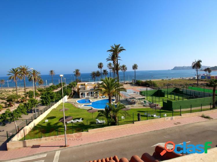 Chalet con amplia parcela y vistas al mar. ref 875