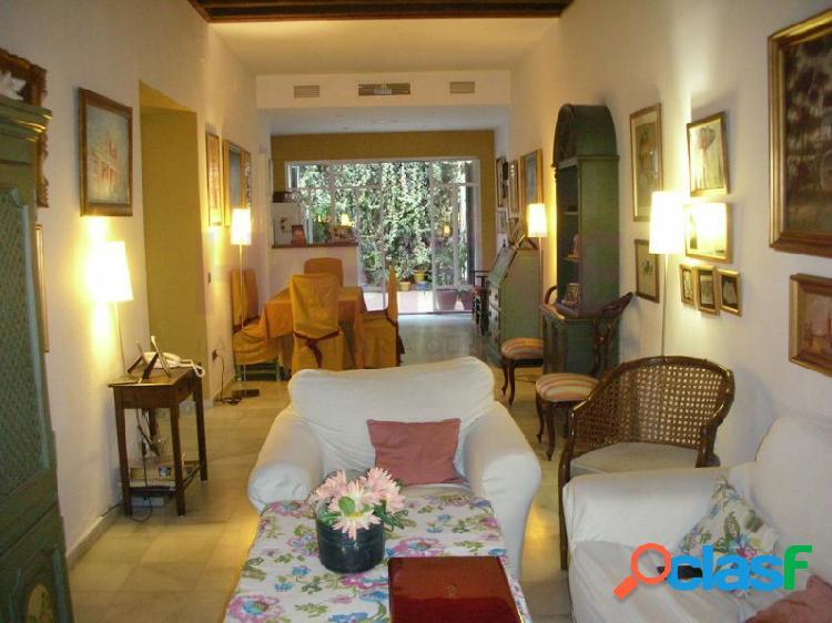 Centro de sevilla en un enclave único san lorenzo-gavidia, disponemos de una casa antigua rehabilitada, con todo el encanto de la sevilla romántica