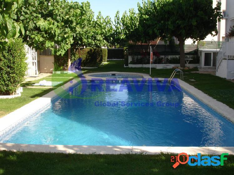 Casa adosada de 3 habitaciones, jardín, piscina a 300 metros de la playa