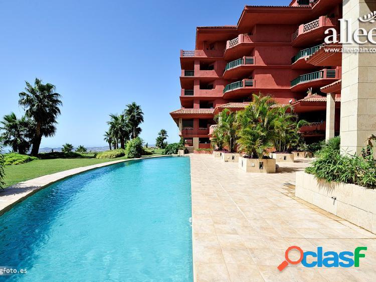 Apartamento en planta baja con acceso directo a la piscina