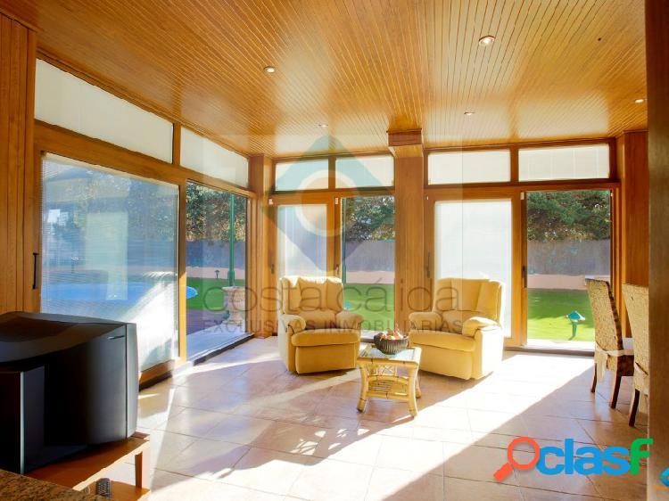 Espectacular villa con 6 dormitorios situada junto a la playa de san ginés en la azohía